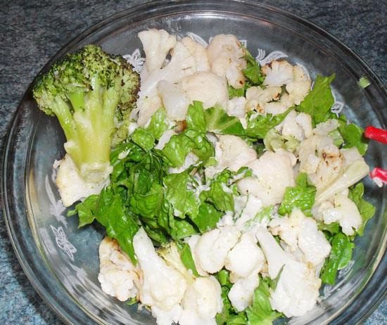 салат с цветной капустой с яйцом