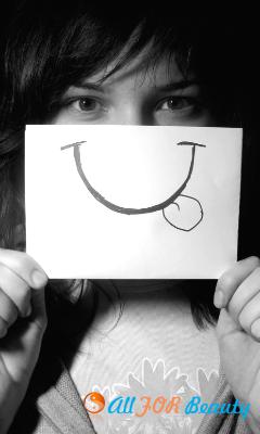 «Наклеенная» улыбка – это источник стресса?